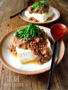 おはようございます(*^^*) 今日ご紹介させて頂きますのは超簡単レンジレシピ(*´艸`)火は一切使いませんよ~♡ 作り方は超簡単♩豆腐も肉味噌もレンジでチン☆ 淡白なお豆腐にマーボー風肉味噌がよく合います(o