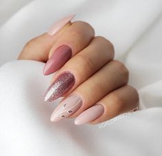 A manicure is a cosmetic elegance therapy for the finger nails and hands. A manicure could deal with just the hands, just the nails, or Matte Nails, Nails Polish, Glitter Nails, Silver Glitter, Gradient Nails, Gold Nails, Gorgeous Nails, Pretty Nails, Amazing Nails