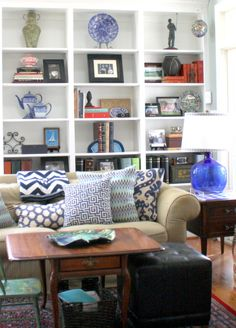 Get ideas from these beautifully styled bookshelves #hometours #bookshelfstyling