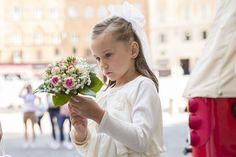 special bouquet for the bride's son. wedding in Siena, Tuscany #weddinginsiena #weddingphotographer #gettingmarriedinsiena #italianphotographer
