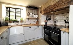Grey Amp White Country Kitchen Open Kitchen Shelves