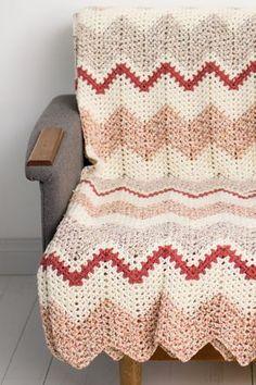 Ravelry: Virkattu torkkupeitto pattern by Lea Petäjä Modern Crochet, Crochet Home, Diy Crochet, Crochet Things, Color Combinations, Ravelry, Diy And Crafts, Crafty, Wool