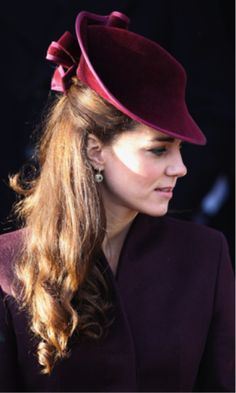 This is one of my top favorites for sure! // 15 Beautiful Kate Middleton Fascinators | VIVO Masks