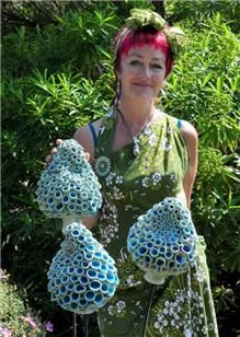 Frances Doherty Ceramics | Frances Doherty with her Blue Bells. Picture by Peter Boam. Organic Sculpture, Bird Sculpture, Clay Sculptures, Clay Flowers, Ceramic Flowers, Pottery Designs, Pottery Art, Pottery Workshop, Garden Totems
