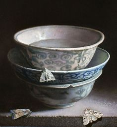 Imagen de http://vsemart.com/wp-content/uploads/2014/07/Still-Life-with-Chinese-porcelain-and-moths.-2014.-Oil-on-panel.jpg.