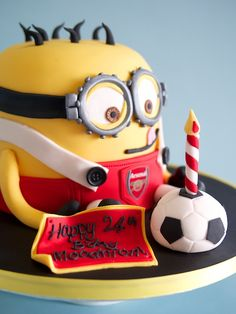 Obviously couldn't have an Arsenal cake ugggghhhh. Would have to be Spurs Soccer Birthday Cakes, Football Birthday, Soccer Cakes, Little Boy Cakes, Cakes For Boys, Minions, Minion Food, Birhday Cake, Minion Cookies