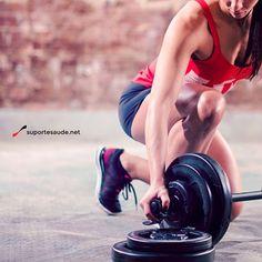 Quando eu aumento a carga na musculação?  Sua carga sempre deve ser ajustada de acordo com todos os outros parâmetros do seu treino. Nunca se ajusta o treino pela carga e sim a carga em relação ao padrão do treino.  Tempo de descanso, velocidade de execução, padrão de movimento são fundamentais. Não adianta querer ajustar todos os padrões em relação a carga.  Então a pergunta é seguinte: qual é a hora correta de mudar a carga para dar o melhor estímulo?  Simples, na musculação utilizamos…