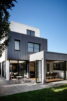 Sisalla Interior Design have recently completed the interior design of a new modern house in Melbourne, Australia, that was built by HEADHOMES. Residential Interior Design, Luxury Homes Interior, Contemporary Interior Design, Home Interior Design, Modern Contemporary, New Modern House, Modern House Design, Melbourne, Interior Wood Shutters