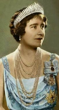Queen Elizabeth (later The Queen Mother) wears the Fringe Tiara.