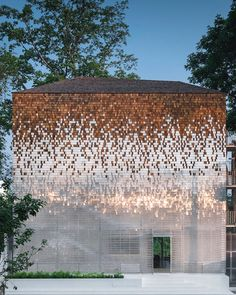 arqpedia the 'little shelter' hotel by bangkok-based firm department of architecture co. incorporates a shimmering façade of wood and polycarbonate shingles, laid out like fish scales to become a watertight architectural plane. Wood Architecture, Vernacular Architecture, Classic Architecture, Architecture Details, Design Exterior, Facade Design, Interior Presentation, Architectural Presentation, Wood Facade