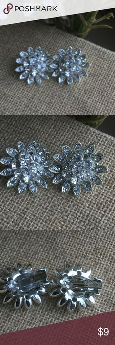 Vintage signed Lisner clip on Earrings Vintage pair of clip on earrings stones are clear and intact on piece they are in excellent shape thank you for shopping my closet Lisner Jewelry Earrings