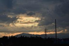 中央林間からの帰り道、西の空を撮りました。山並みと、雲、合間から見える青空と夕焼け。とてもドラマチックな夕景です。 雲が厚いとは思っていまし Photography Portfolio, Celestial, Sunset, Outdoor, Outdoors, Sunsets, Outdoor Games, The Great Outdoors, The Sunset