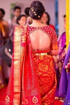 Stunning bride in red silk saree red blouse with peephole cutout blouse design open back blouse designs south indian brides indian bridal fashion imag Choli Designs, Pattu Saree Blouse Designs, Fancy Blouse Designs, Bridal Blouse Designs, Latest Blouse Designs, Blouse Back Neck Designs, Saree Blouse Patterns, Blouse For Silk Saree, South Indian Blouse Designs