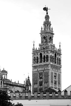 La Giralda (Sevilla), by @sloravillar