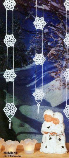 Addobbi e decorazioni di Natale fai da te all'uncinetto | Festoni con fiocchi di neve | Foto