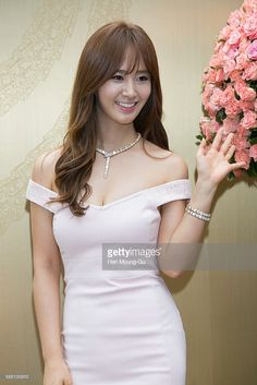 kwon-yuri-of-girls-generation-attends-the-photocall-for-bvlgari-rose-picture-id585130810 (683×1024)