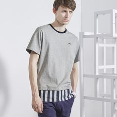 Camiseta Lacoste LIVE de corte regular y cuello barco de punto jersey con bajo de rayas  LACOSTE
