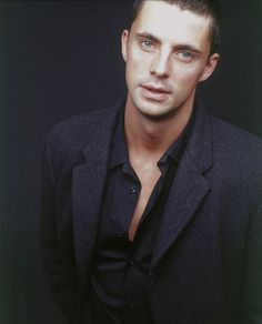 I don't know where to look first - perfect lips, perfect eyes … Perfection in male form = Matthew Goode. Matthew Goode, Senior Guys, Cheer Pictures, Softball, A Discovery Of Witches, Perfect Lips, James Franco, Irish Men, British Actors
