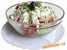 Rajčata, papriky a salátovou okurku nakrájíme na kostičky, balkánský sýr nakrájíme na drobno, cibuli...