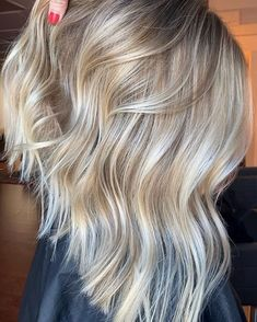 We have presented here absolutely fantastic ideas of lob haircuts with blonde shades to show off for fresh hair colors look. You may sport it just for the sake of unique and modern hair looks in Bob Haircuts 2017, Best Bob Haircuts, Modern Hairstyles, Bob Hairstyles, Lob Haircut, Fresh Hair, Gorgeous Blonde, Hair Color Highlights, Long Hair Cuts