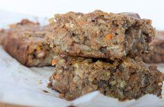Aujourd'hui, je vous propose des petites barres déjeuner à emporter sur le principe du gâteau aux carottes. C'est santé et facile à préparer!