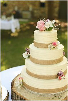 Wedding Crashers Source by weddinginspirationbymaria Wedding Crashers Source by weddinginspirationby Rustic Wedding Cake Toppers, White Wedding Cakes, Unique Wedding Cakes, Beautiful Wedding Cakes, Beautiful Cakes, Quince Cakes, Personalized Cake Toppers, Wedding Crashers, Cake Designs