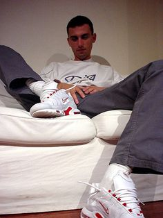 Best Sneakers, Red Shoes, Bad Boys, Hot Guys, Trainers, Socks, Youtube, Stuff To Buy, Men