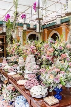 After you decide which wedding theme to go with, it's time to think about the wedding reception. It's definitely among the priorities of your wedding planning. Here are some suggestions you may take for choosing the perfect wedding reception. Mini Wedding Cakes, Wedding Desserts, Wedding Themes, Wedding Events, Wedding Styles, Wedding Ideas, Weddings, Wedding Inspiration, Chic Wedding
