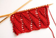 How to knit the wave pattern - free knitting instructions This beautiful wave pattern is perfect for knitting a doily or for light garments without too many Lace Knitting Patterns, Knitting Stitches, Free Knitting, Stitch Patterns, Arm Knitting Tutorial, Yarn Inspiration, Seed Stitch, Wave Pattern, Fabric Crafts