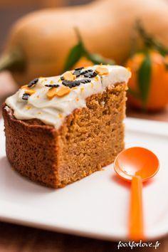 Le carrot cake est une de mes rares drogues sucrées ... Cette fois-ci, je vous en propose une version automnale et d'Halloween. A la butternut, vous connai