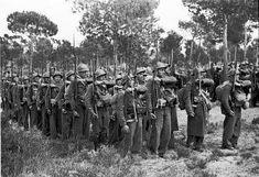 Spain - 1936. - GC - Madrid - brigadas-internacionales-en-formacion-en-la-casa-de-campo