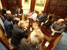 Presunto espionaje: Líderes políticos expresaron preocupación a Humala.En el marco de la reunión convocada en Palacio del Gobierno, los líderes de los principales partidos - See more at: http://multienlaces.com/presunto-espionaje-l%c3%adderes-pol%c3%adticos-expresaron-preocupaci%c3%b3n-a-humala/#sthash.pTKLchua.dpuf