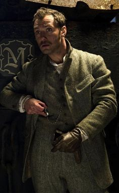 Jude Law as Dr. Watson in 'Sherlock Holmes: Game of Shadows' (2011).