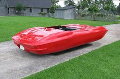 In his surreal Handicapped Cars series, German artist Beni Bischof takes de-wheels uber cool autos and turns them into hovercraft-like cars. Hover Car, Hover Bike, Weird Cars, Cool Cars, Crazy Cars, Beni Bischof, Cars Series, Flying Car, Futuristic Cars