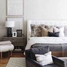 modern Bedroom Create the perfect bedroom that looks and feels like a hotel room with these key desi Decoration Bedroom, Decoration Design, Home Decor Bedroom, Modern Bedroom, Bedroom Furniture, Master Bedroom, Bedroom Ideas, Minimal Bedroom, Bedroom Chair