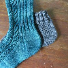 Kantapäämania jatkuu: ranskalainen kantapää – Neulovilla Crochet Socks, Slippers, Knitting Ideas, Crocheting, Diy, Knitting Socks, Crochet, Bricolage, Slipper