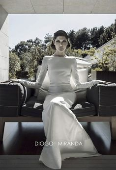 Sónia Balacó com um vestido de noiva na campanha de outono-inverno 2013-2014 de Diogo Miranda. #casamento #vestidodenoiva #DiogoMiranda