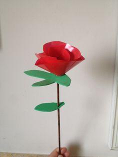 Rosa de Sant Jordi amb goma eva i bossa de plastic vermell