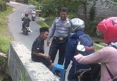 Kakek Bingung, Polisi Nulung