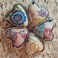 Isa Creative Musings: Repurposed Vintage Embroidered Linens into Pin Cushions in Vintage Molds Antique Lace, Vintage Lace, Vintage Sewing, Vintage Vogue, Fabric Crafts, Sewing Crafts, Sewing Projects, Embroidery Transfers, Embroidery Designs