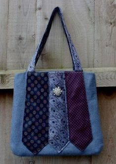 Trendy sewing purses and bags denim jeans Denim Tote Bags, Denim Handbags, Denim Purse, Denim Jeans, Tie Crafts, Denim Crafts, Upcycled Crafts, Patchwork Bags, Quilted Bag
