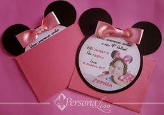 Convite Personalizado mod. Minnie 1st Birthday Parties, Girl Birthday, Invitation Cards, Invitations, Mickey Minnie Mouse, Mouse Parties, E Cards, Mikey Mouse, Perfume Bottles