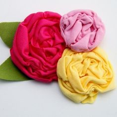 How to make shirred fabric flowers. Perfect for hair or clothing accessories, etc.