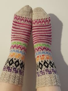 RasSukat Gloves, Socks, Craft Ideas, Winter, Crafts, Fashion, Winter Time, Moda, Manualidades