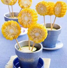 Funny recipes: flowers made from corn - Creative food: corn flowers Creative Food Art, Food Art For Kids, Food Carving, Food Garnishes, Food Platters, Snacks Für Party, Food Decoration, Food Humor, Cute Food