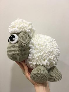 My good friend's newborn baby girl arrived and I wanted to make something for her. This sheep is so round and cuddly. The wool is made of loops of chains which added the softness when being hugged.
