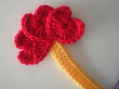 my world of wool: bookmark with crochet