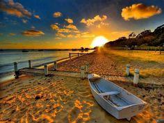 Boat on the beach wallpaper - Australia - Cities Beach Sunset Wallpaper, Sunset Beach, Nature Wallpaper, Hd Wallpaper, Beach Sunsets, Winter Sunset, Summer Wallpaper, Travel Wallpaper, Sunset Art