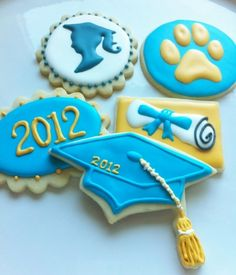 Graduation Cookies - really like the diploma cookie and sillouette Fancy Cookies, Iced Cookies, Cute Cookies, Royal Icing Cookies, How To Make Cookies, Cupcake Cookies, Sugar Cookies, Cookies Et Biscuits, Graduation Desserts