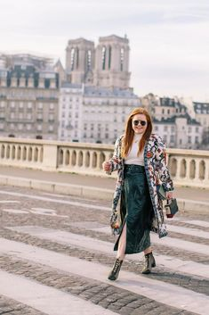 Simple Travel Advice To Make Life Easier – Travel Parisian Chic Style, French Outfit, Paris Outfits, Paris Photography, Nyc Fashion, Golden Girls, List, Guide, Paris France